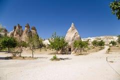 Cappadocia,土耳其 修士的细胞到在谷Pashabag (修士谷)的岩石里 图库摄影