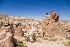 Cappadocia,土耳其 风化异想天开的形状在Devrent谷的 库存图片
