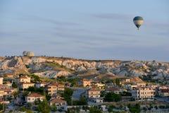 Cappadocia - πέταγμα αέρας-μπαλονιών Στοκ Φωτογραφίες