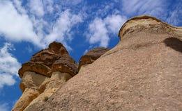 Cappadocia, στυλοβάτες πετρών που δημιουργούνται από τη φύση μέσω της διάβρωσης Στοκ εικόνα με δικαίωμα ελεύθερης χρήσης