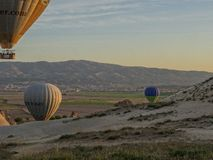 Cappadocia - ΤΟΥΡΚΙΑ - 2 Μαΐου 2016 μπαλόνι ζεστού αέρα πέρα από Cappadocia, Τουρκία Στοκ Εικόνες
