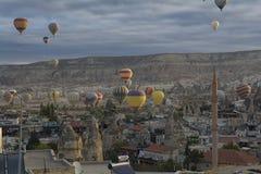 Cappadocia, Турция: Езда использующего горячего воздух воздушного шара Стоковые Изображения