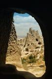 在火鸡附近的古老cappadocia cavetown goreme 免版税库存照片