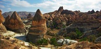 Cappadocia, cones, formações de rocha incomuns Fotos de Stock Royalty Free