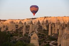 Cappadocia, el vuelo con el globo en la salida del sol Imagen de archivo