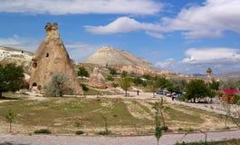 Cappadocia , la Turchia - 29 aprile 2014: La valle delle colonne di pietra immagini stock libere da diritti