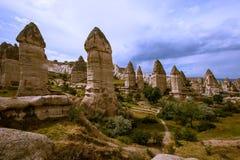 Cappadocia Stad in de rots kolommen van verwering canion nave Turkije stock afbeelding