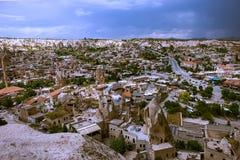 Cappadocia Stad in de rots kolommen van verwering canion nave Turkije stock foto's