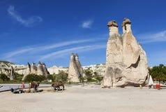 Cappadocia Turkiet Att rida ut vaggar i dalen av munkar (den Pashabag dalen) Arkivbild