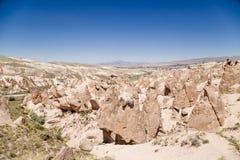 Cappadocia Turkiet Härlig sikt av en bergDevrent dal med diagram av att rida ut Arkivbild