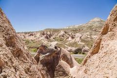 Cappadocia Turkiet Vaggar i den bergDevrent dalen Arkivbilder