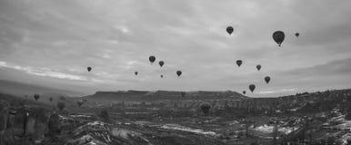 Cappadocia, Turkije met hete luchtballons Stock Afbeeldingen