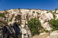 Cappadocia, Turquía Paredes de barranco, llenadas de las cuevas en el parque nacional de Goreme Foto de archivo
