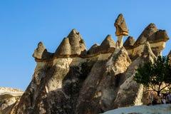 Cappadocia, Turquia Chaminé feericamente Multihead apedreja cogumelos no vale das monges Vale de Pasabag Imagem de Stock Royalty Free