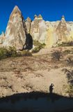 Cappadocia - Turquia, chaminés feericamente fotografia de stock royalty free