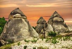 Cappadocia, Turquia Paisagem da rocha vulcânica do por do sol, natio de Goreme imagem de stock royalty free