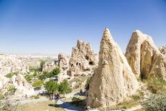 Cappadocia, Turquia Penhascos com as cavernas no museu do ar livre no parque nacional de Goreme Fotografia de Stock