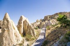 Cappadocia, Turquia Rochas pitorescas no museu do ar livre no parque nacional de Goreme Fotos de Stock