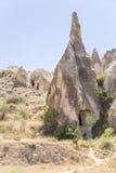 Cappadocia, Turquie Roches avec les cavernes synthétiques antiques au musée d'air ouvert de Goreme Photographie stock libre de droits