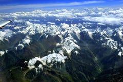 capped berg som förbiser snow Royaltyfria Bilder