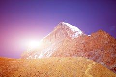 capped bergsnow Arkivbild