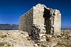 Cappella abbandonata sulla cima Fotografie Stock