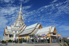 Cappella bianca a Wat Sothonwararam Immagine Stock