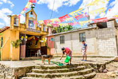 Cappella decorata per il giorno di St John, Guatemala Fotografie Stock Libere da Diritti
