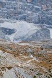 Cappella della montagna vicino a Tre Cime di Lavaredo in dolomia Fotografie Stock