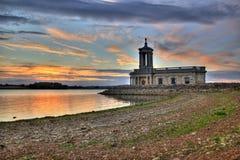Cappella di Normanton sul litorale del lago immagine stock libera da diritti