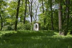 Cappella di San Nicola vicino al castello di Kacina in parco pubblico, repubblica Ceca fotografie stock