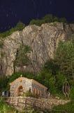 Cappella e cielo stellato Fotografia Stock Libera da Diritti