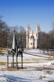 Cappella gotica della chiesa di Alexander Nevsky Orthodox del san nel parco di Alessandria d'Egitto Sobborgo di San Pietroburgo,  immagini stock libere da diritti