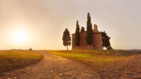 Cappella Madonna Di Vitaleta Tuscany zmierzch fotografia stock