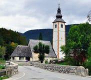 Cappella nel lago Bohinj Fotografia Stock Libera da Diritti