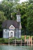Cappella nel lago Chiemsee in Baviera, Germania Fotografia Stock Libera da Diritti