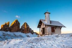 Cappella nel parco nazionale di CIME, dolomia, Italia Fotografie Stock