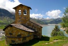 Cappella nelle montagne fotografia stock