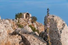 Cappella sulla cima della montagna Immagine Stock Libera da Diritti