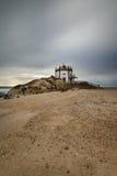 Cappella sulla spiaggia vicino ad Oporto, Portogallo Fotografia Stock Libera da Diritti