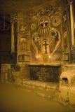Cappella in una caverna immagini stock