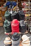 Cappelli austriaci in un negozio di regalo Fotografia Stock Libera da Diritti