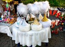 Cappelli e pattini etnici del Kazakh con gli ornamenti Fotografia Stock Libera da Diritti