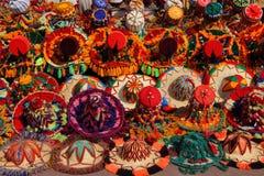 Cappelli marocchini Colourful su visualizzazione Fotografie Stock Libere da Diritti