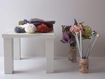 Cappelli variopinti del knit Fotografia Stock