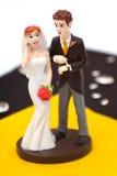 Cappello a cilindro della torta dello sposo e della sposa Fotografie Stock Libere da Diritti