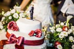Cappello a cilindro della torta di cerimonia nuziale Immagini Stock Libere da Diritti