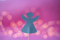 Cappello a cilindro di angelo per il biscotto su fondo rosa Fotografia Stock Libera da Diritti