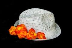 Cappello classico bianco con i fiori Fotografia Stock Libera da Diritti