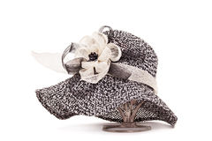 Cappello con nastro adesivo ed il fiore Fotografie Stock Libere da Diritti